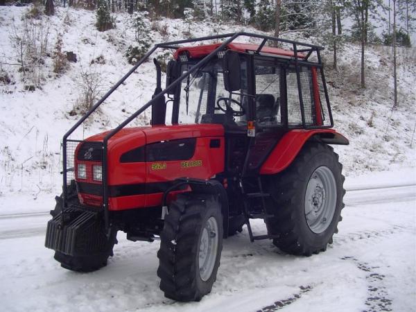Ciągnik Belarus 952.3 z zabudową leśną