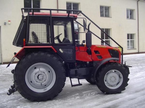 Ciągnik Belarus 920.4 z zabudową leśną