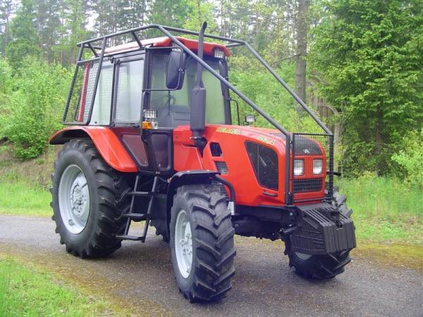 Ciągnik Belarus 952.4 z zabudową leśną