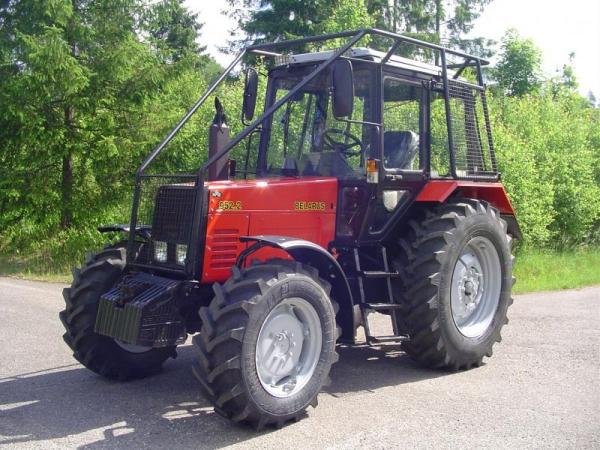 Ciągnik Belarus 952 z zabudową leśną
