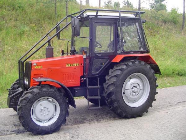 Ciągnik Belarus 820 z zabudową leśną